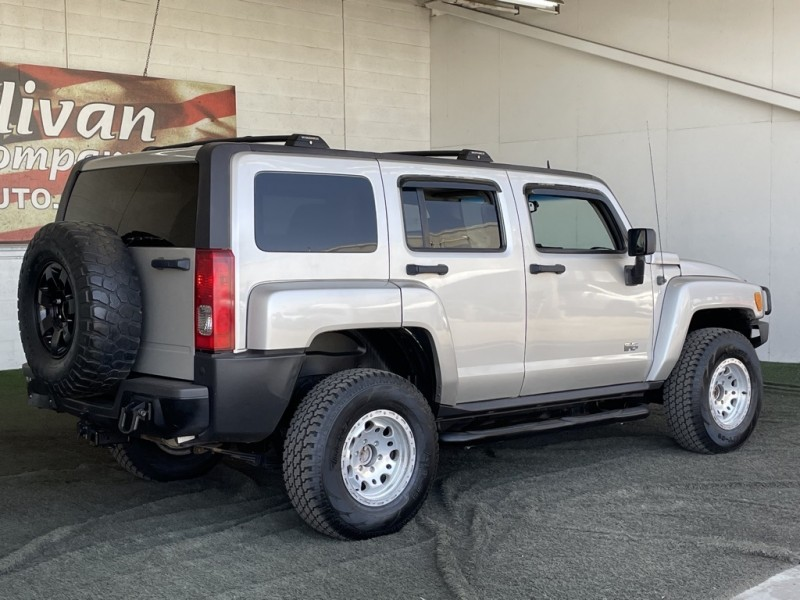Hummer H3 2007 price $15,977