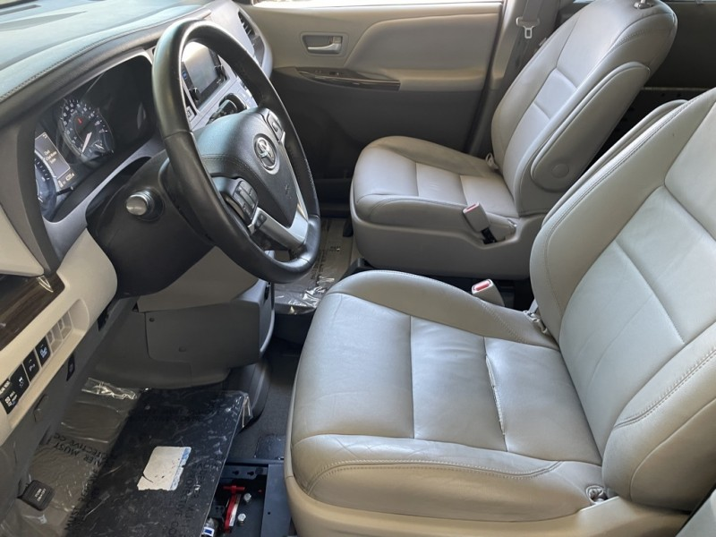 Toyota Sienna 2016 price $31,977