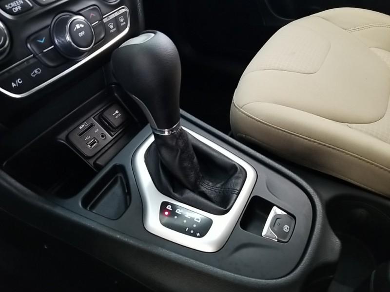 Jeep Cherokee 2015 price $15,977