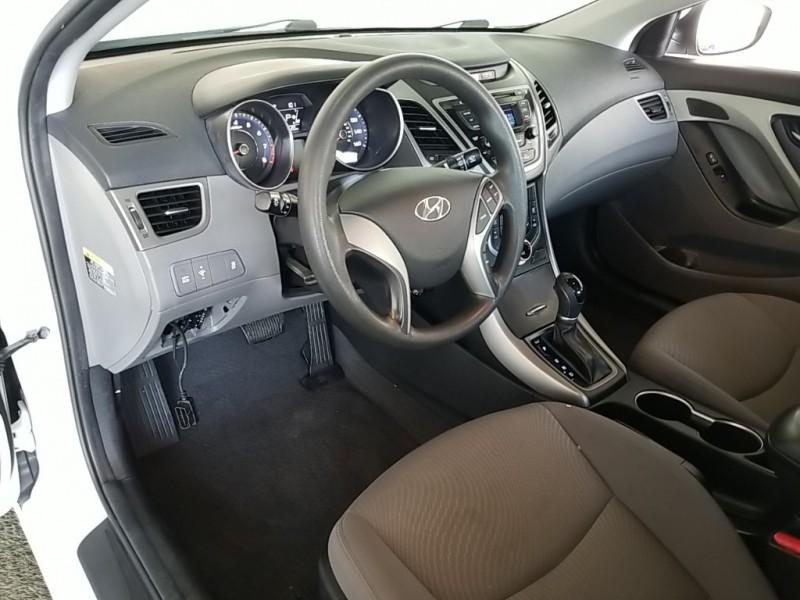 Hyundai Elantra 2016 price $17,577