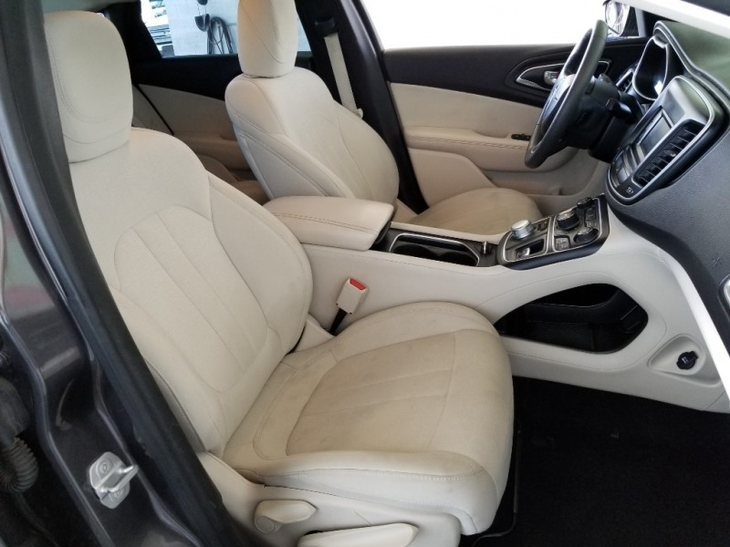Chrysler 200 2015 price $16,977