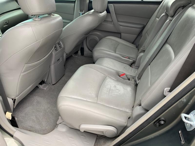 Toyota Highlander 2008 price $6,995