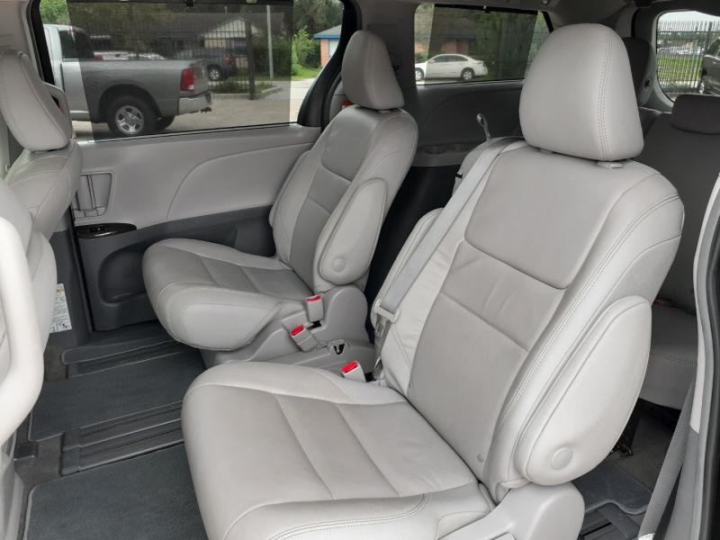 Toyota Sienna 2018 price $3,995 Down