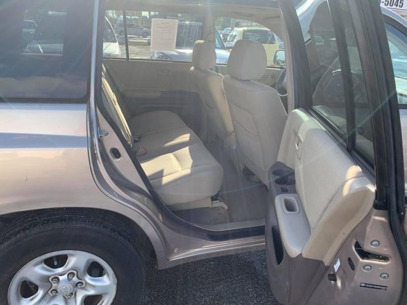 Toyota Highlander 2004 price $6,900