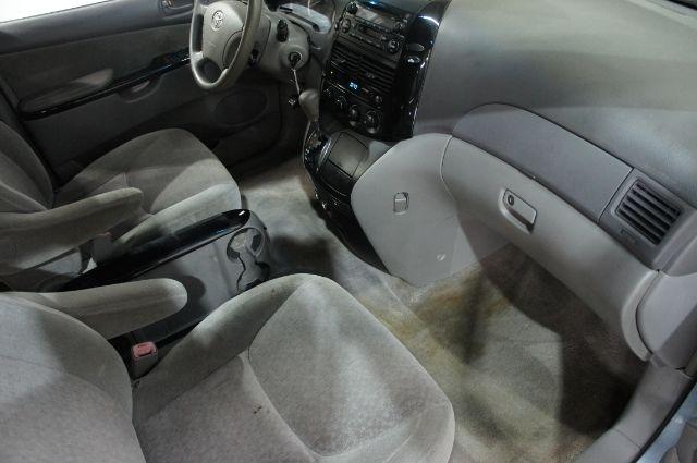 Toyota Sienna 2005 price $0
