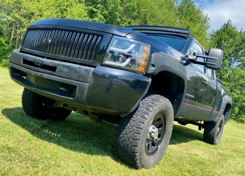 Chevrolet Silverado 2011 price $8,995