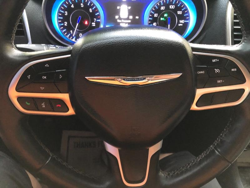 Chrysler 300 2018 price $14,750