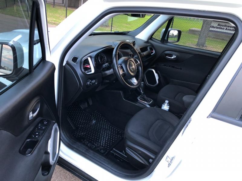 Jeep Renegade 2018 price $13,900