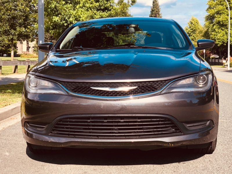 Chrysler 200 2015 price $10,888