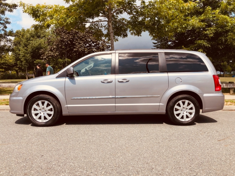 Chrysler Town & Country 2014 price $14,888