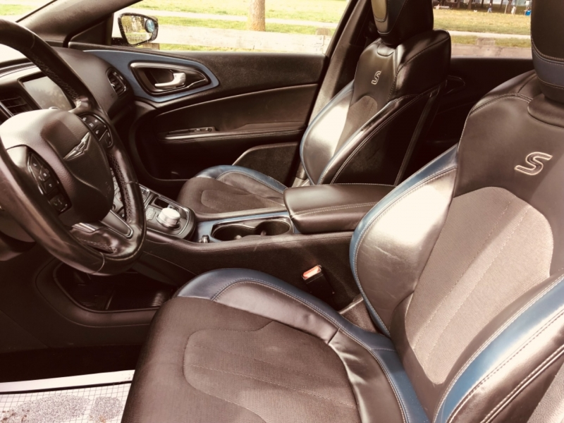 Chrysler 200 S 2015 price $14,888