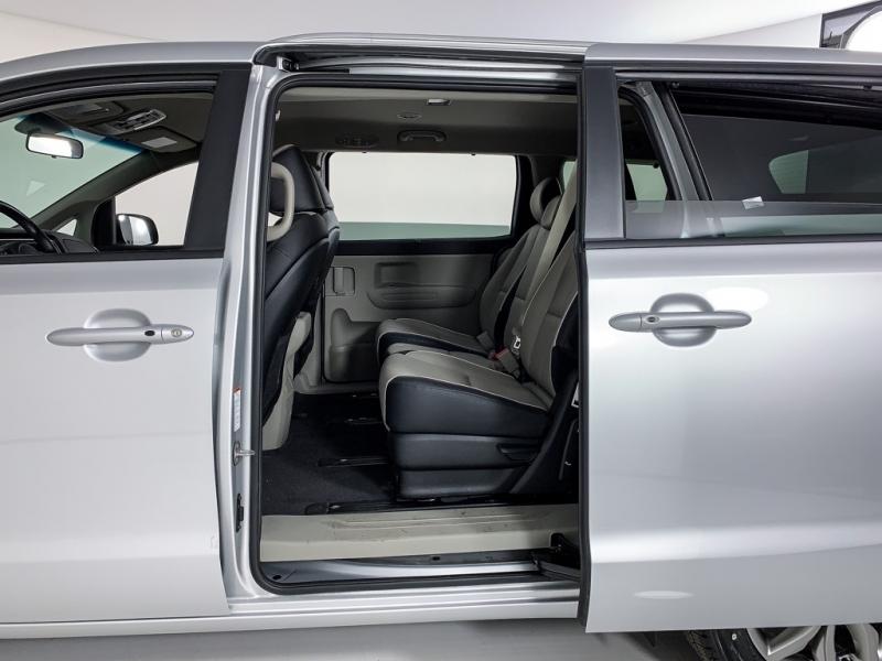 Kia Sedona 2020 price $24,300