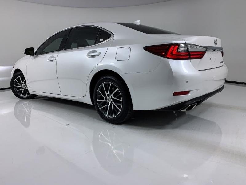 Lexus ES 2017 price $25,959