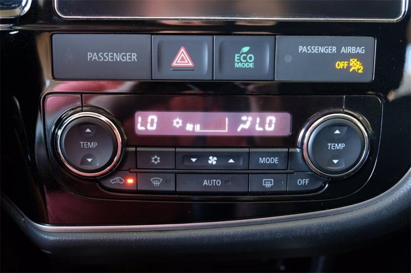 Mitsubishi Outlander 2018 price $13,998