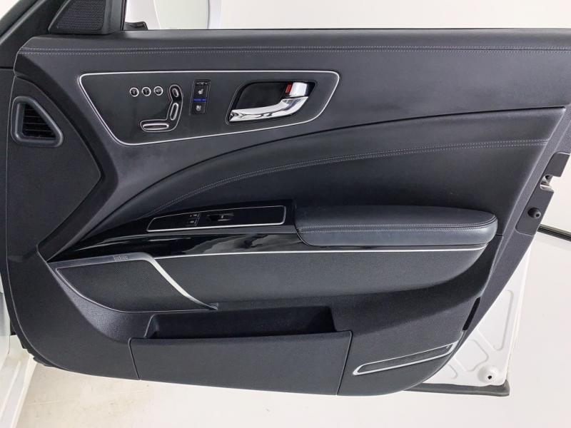 Kia K900 2017 price $28,950