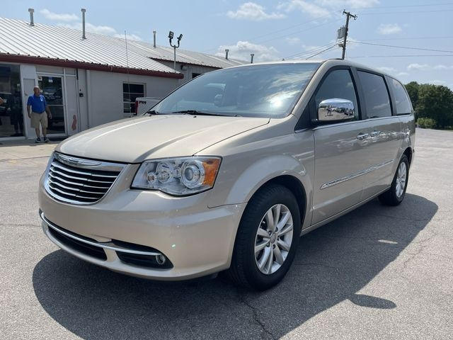 Chrysler Town & Country 2015 price $15,995