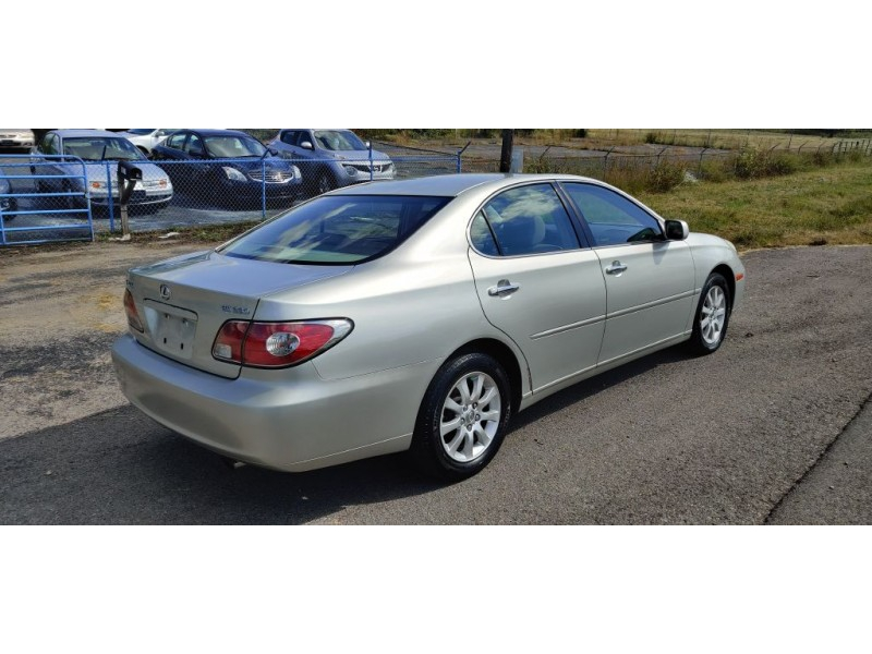 Lexus ES 2004 price $2,999