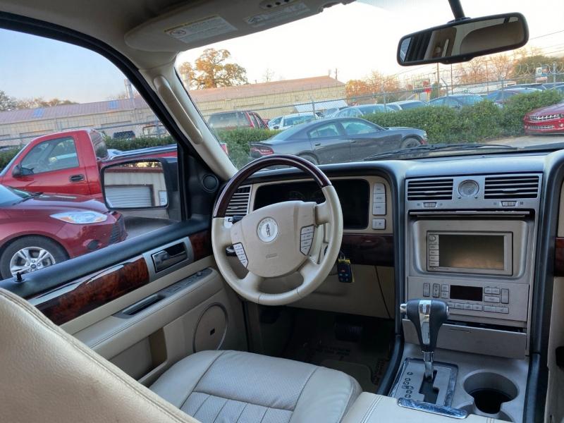 Lincoln Navigator 2006 price $6,500