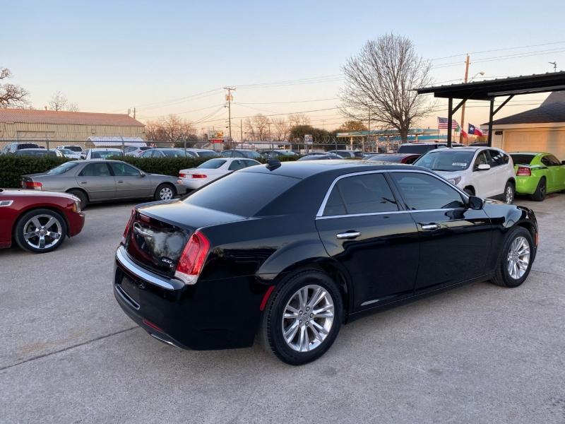 Chrysler 300 2016 price $17,500