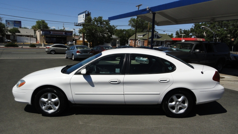 2003 Ford Taurus 4dr Sdn SES Standa...