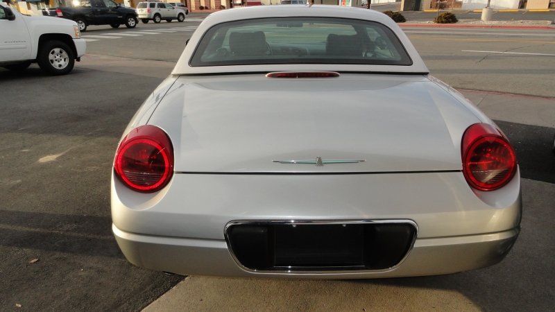 Ford Thunderbird 2004 price $12,950