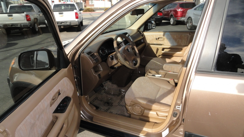 Honda CR-V 2004 price $3,950