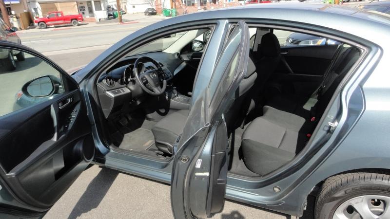Mazda Mazda3 2013 price $7,950