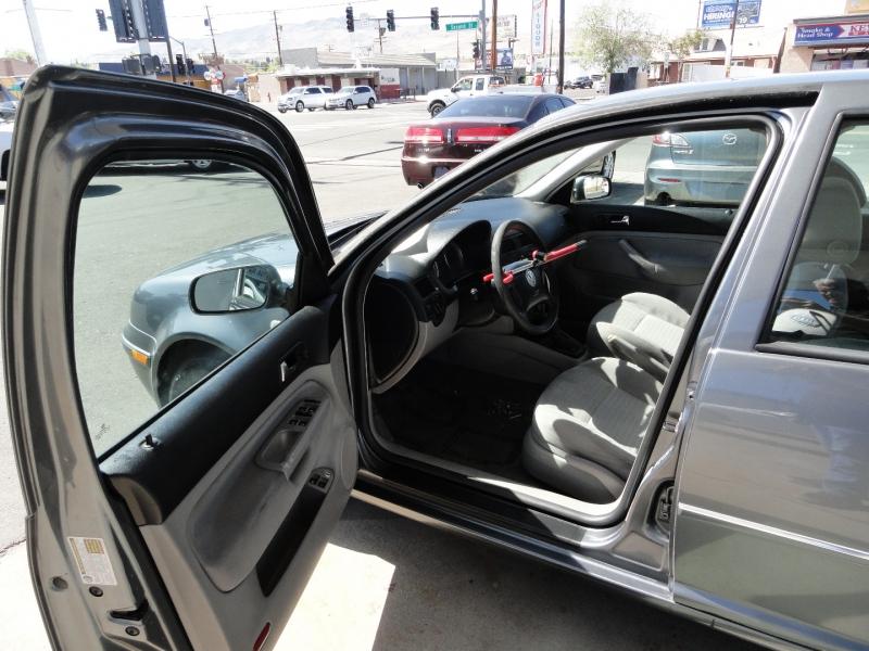 Volkswagen Jetta Sedan 2004 price $4,450