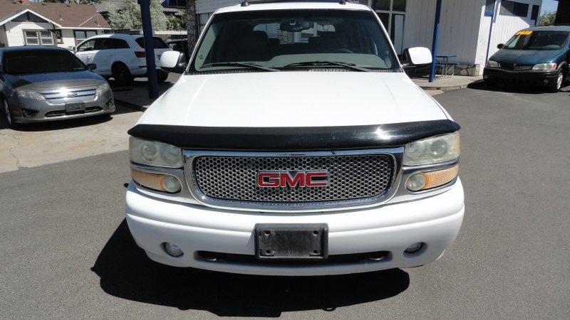 GMC Yukon 2004 price $10,950