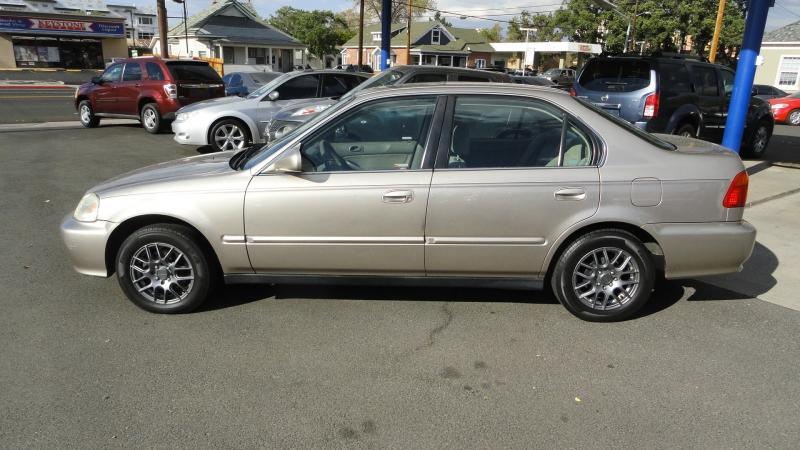 Honda Civic 2000 price $2,950