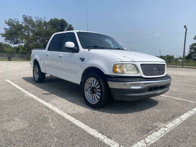 Ford F-150 SuperCrew 2001 price $10,500