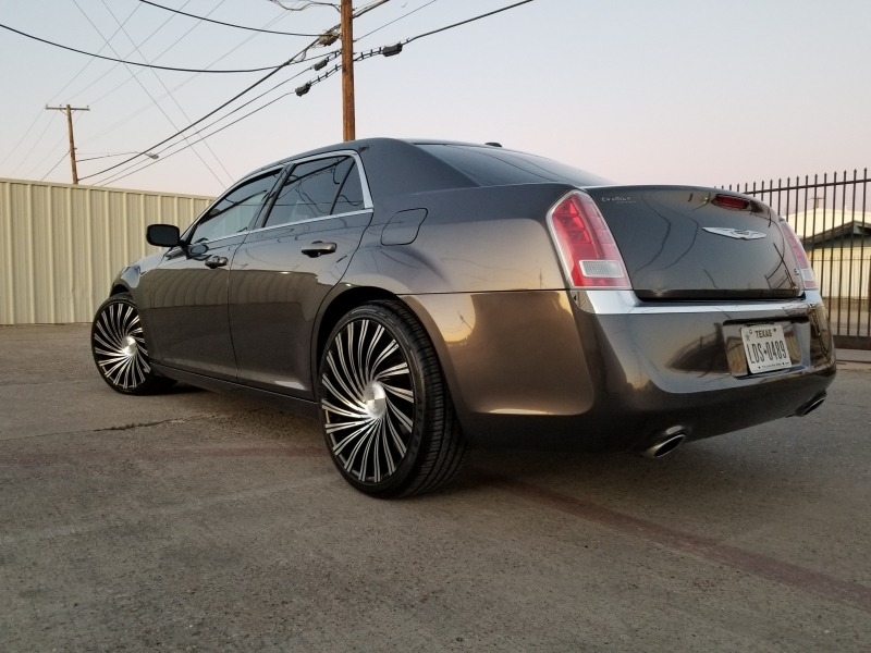 Chrysler 300 2014 price $9,999 Cash