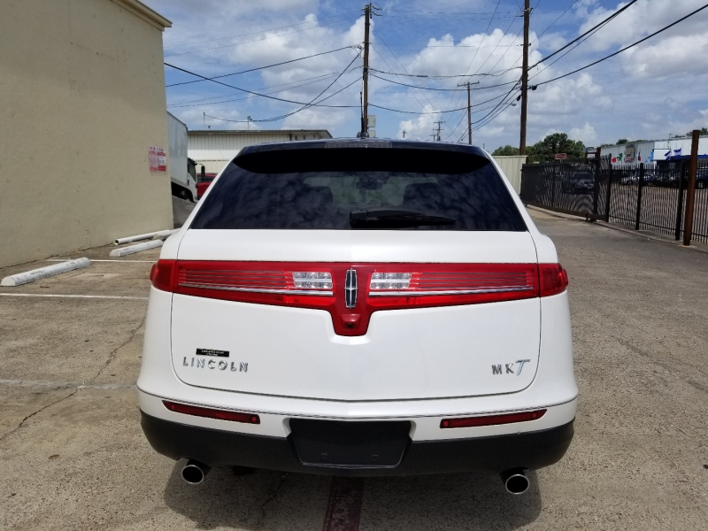 Lincoln MKT 2010 price $8,999