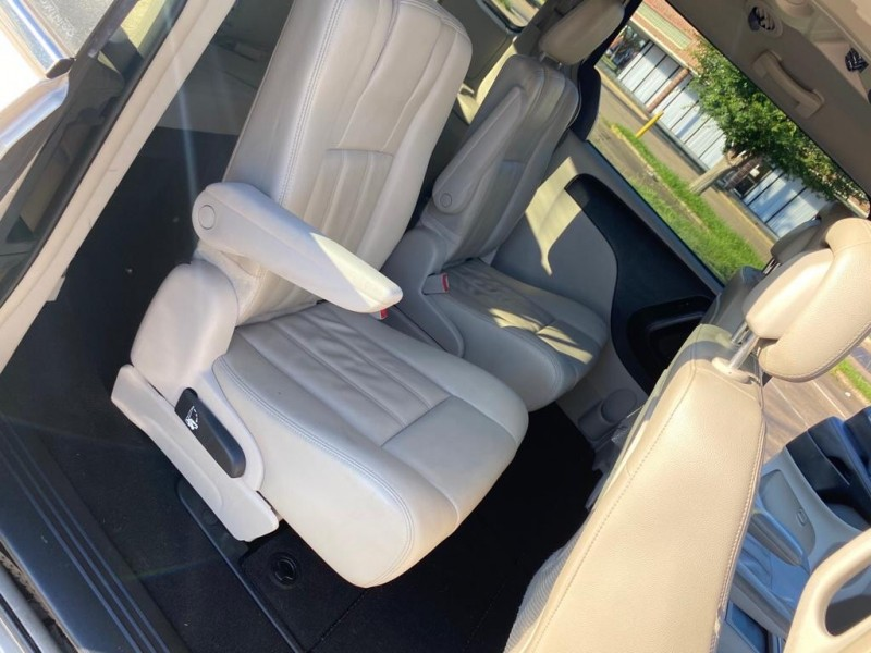CHRYSLER TOWN & COUNTRY 2013 price $7,495