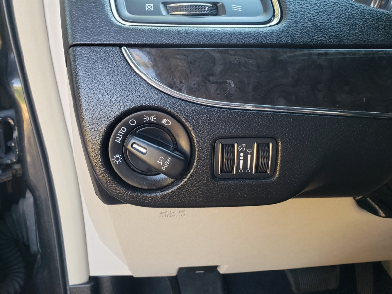 Chrysler Town & Country 2014 price $8,895