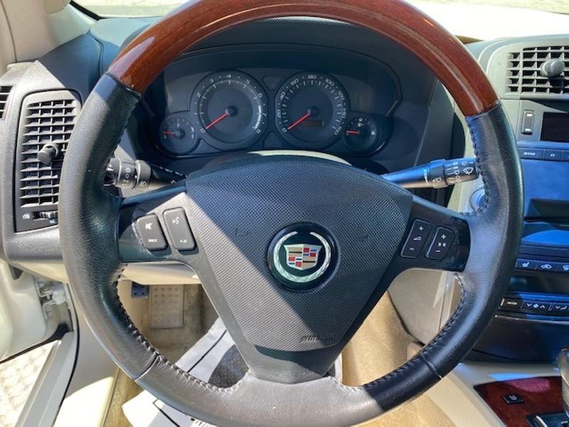 Cadillac SRX 2004 price $5,789