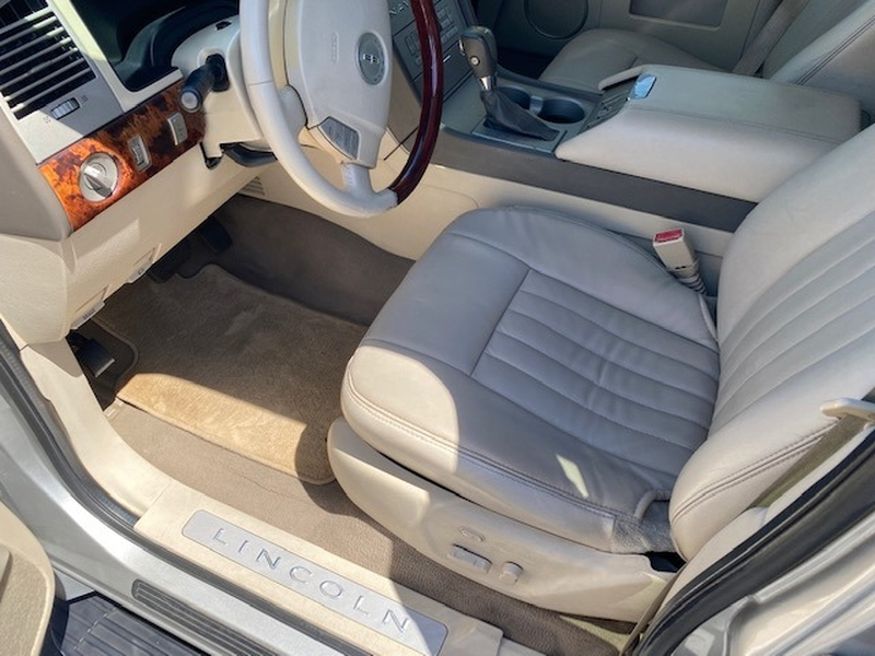 Lincoln Navigator 2004 price $8,888