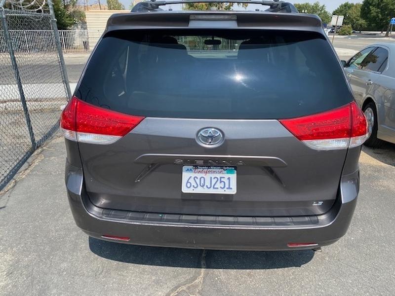 Toyota Sienna 2011 price $9,995