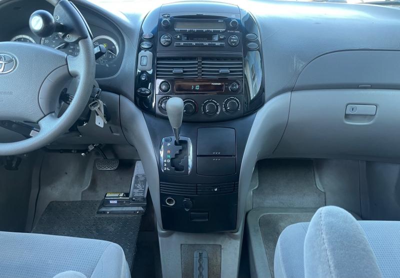 Toyota Sienna 2005 price SOLD