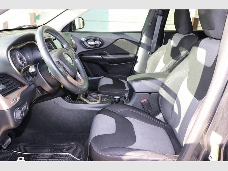 Jeep Cherokee 2014 price $10,900