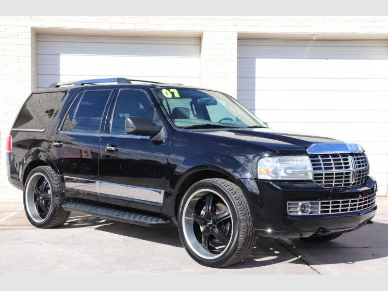 Lincoln Navigator 2007 price $9,900