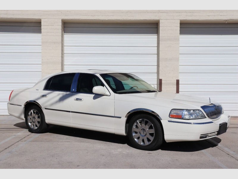 Lincoln Town Car 2007 price $7,900