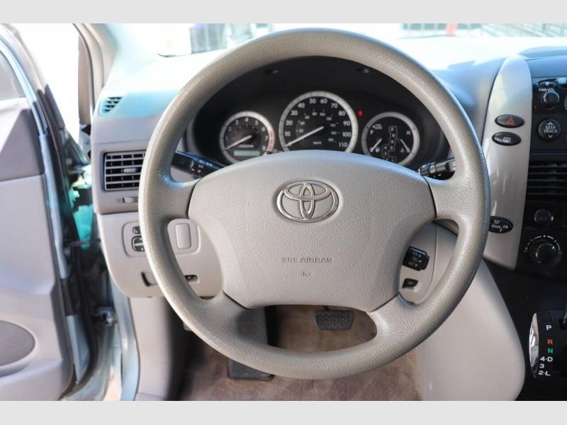 Toyota Sienna 2009 price $6,900