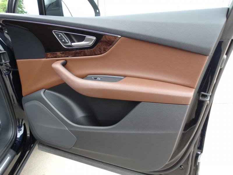 Audi Q7 2017 price $31,995