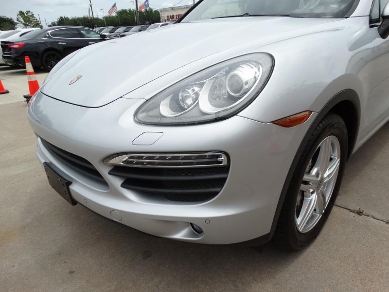 Porsche Cayenne 2013 price $26,995