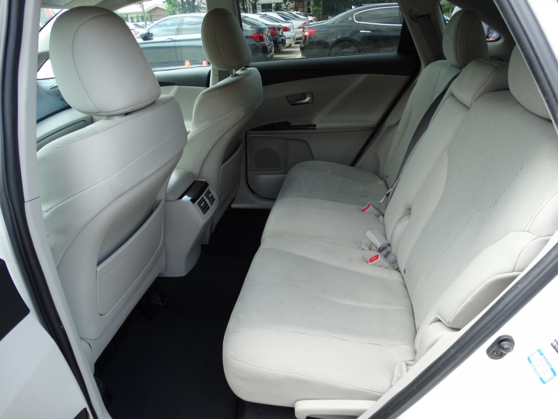Toyota Venza 2010 price $9,995