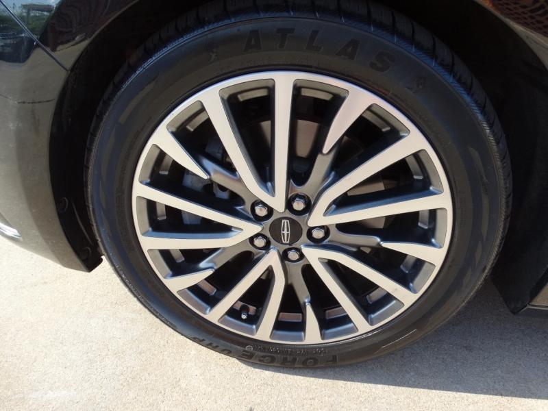 Lincoln Continental 2017 price $28,495