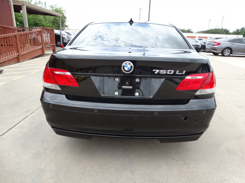 BMW 7-Series 2006 price $8,995