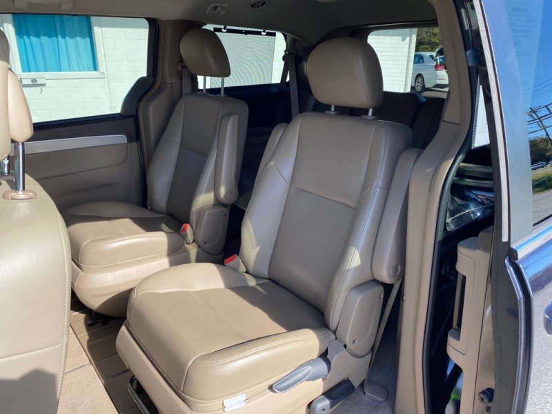 VOLKSWAGEN ROUTAN 2011 price $5,995