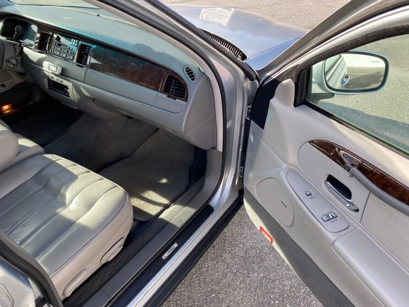LINCOLN TOWN CAR 1998 price $2,995